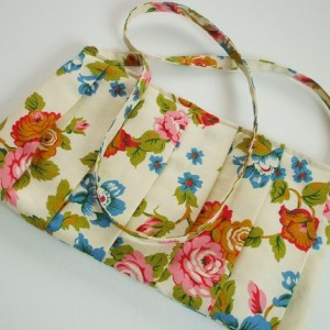 Vintaged fabric pleated purse by hellome, $27